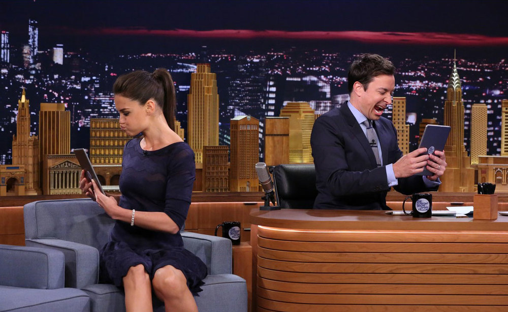 katie-holmes-makes-funny-faces-on-tonight-show-02.JPG