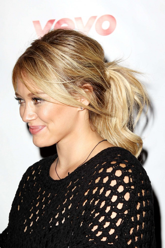Hilary-Duff -All-About-You-Music-Video-Premiere--06-662x993.jpg