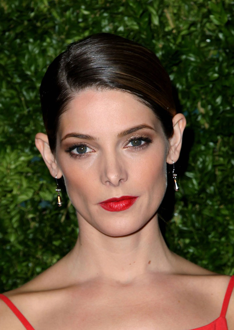ashley-greene-joe-jonas-cfda-vogue-fashion-fund-awards-06.JPG