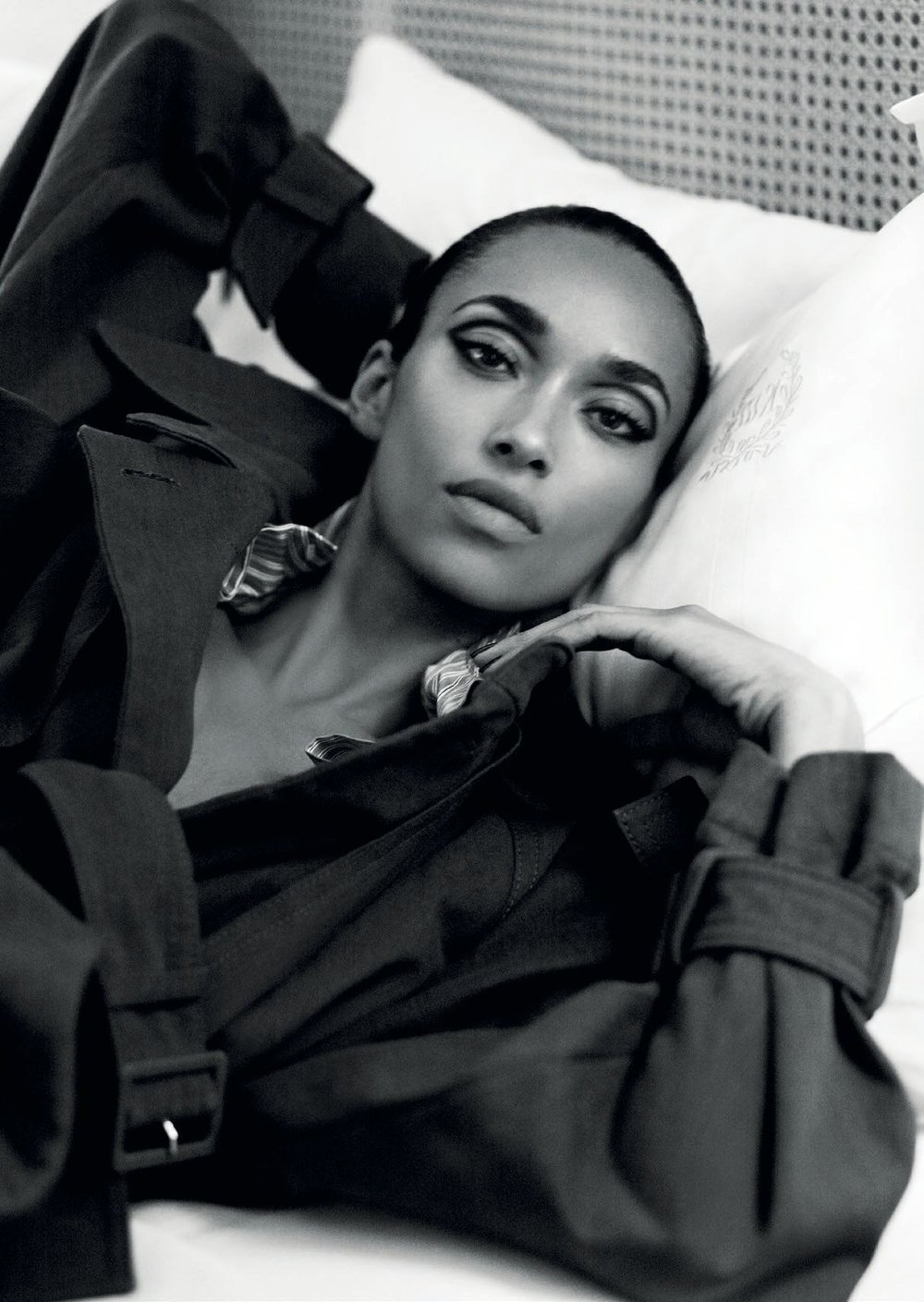 vogue-arabia-march-2017-anais-mali-by-terry-tsiolis-03.jpg