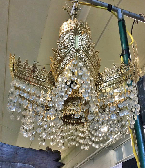 toronto_antique_and_vintage_market_chandelier.jpg