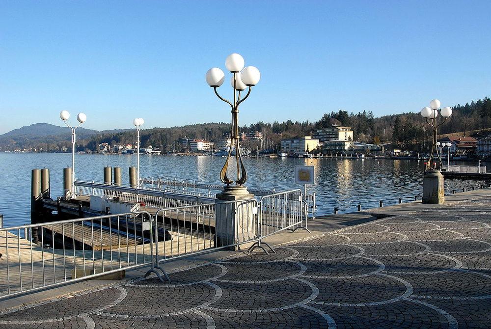 Seepromenade mit Schiffanlegestelle in Velden am Wörthersee