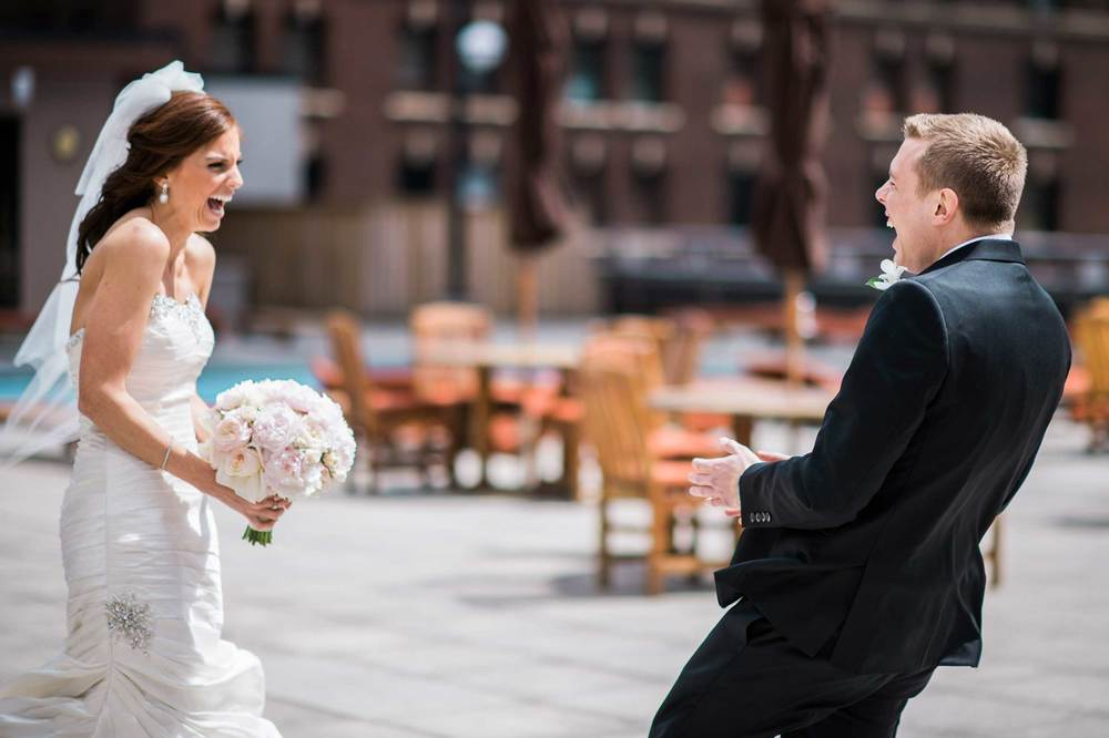The best reaction at a couple's first look on their wedding