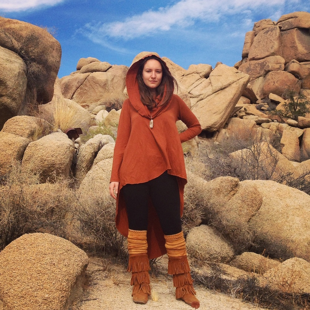 Gett Mojave in my Super Cowl Mullet Shirt in terracotta! - Caitlin D