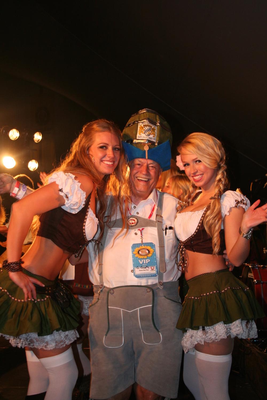 Mr Oktoberfest and Frauleins.jpg