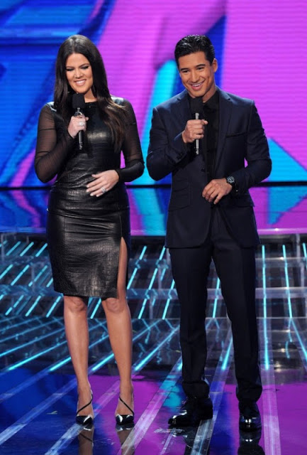 Khloe-Kardashian-Mario-Lopez-Host-The-X-Factor-Week-2-1-580x857.jpg
