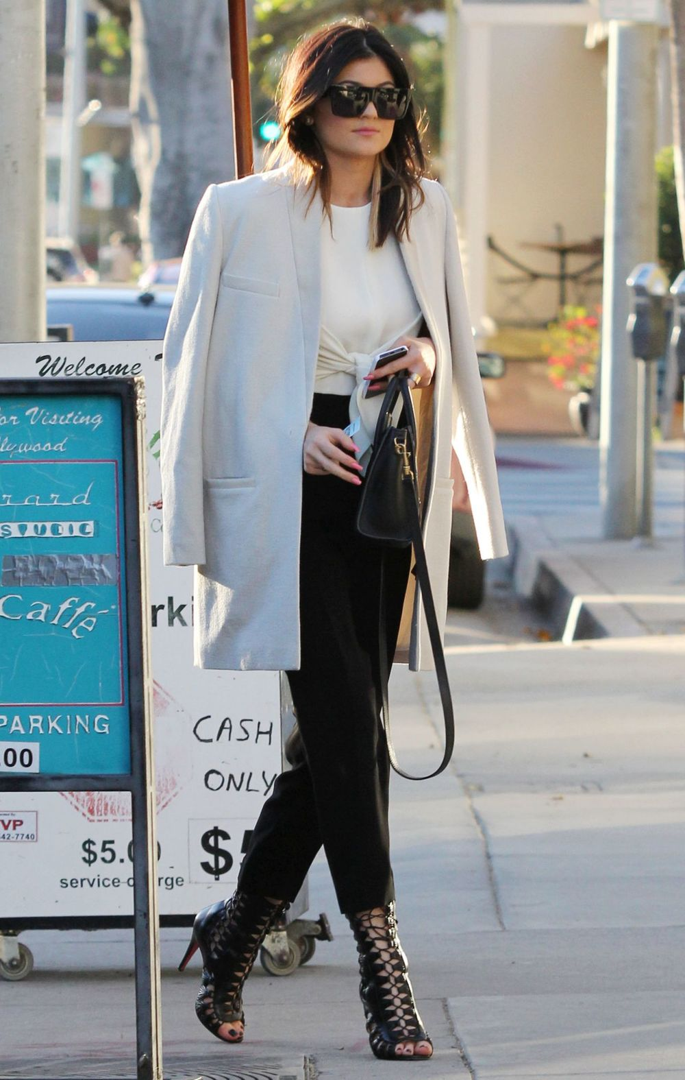 kylie-jenner-street-style-leaving-urth-cafe-in-west-hollywood-january-2014_3.jpg