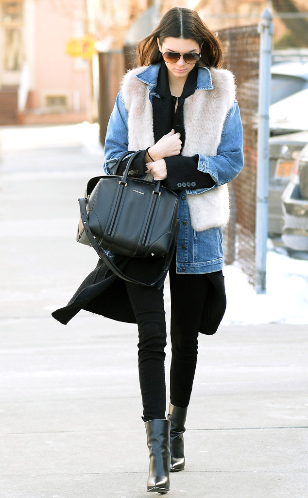 rs_634x1024-140129133344-634.Kendall-Jenner-New-York-Denim-Bag.jl.012914_copy.jpg
