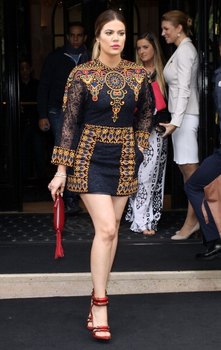 Khloe-Kardashian-In-Valentino-Out-About-Paris-e1401101491578.jpg