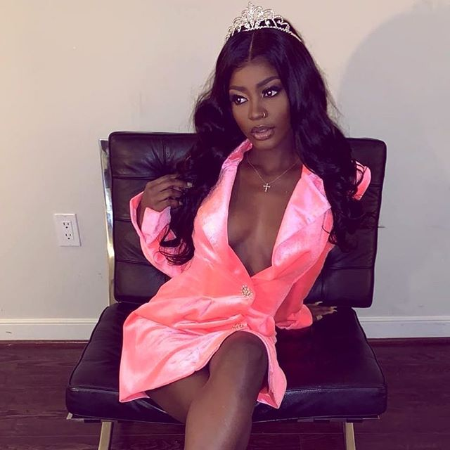 Every girl should feel like a princess 💕👑💅🏽 @glowprincesss in our Kylie Hot Pink Velvet Blazer Dress