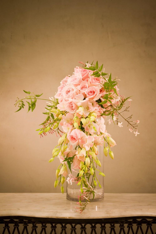 modern take on tear drop bouquet