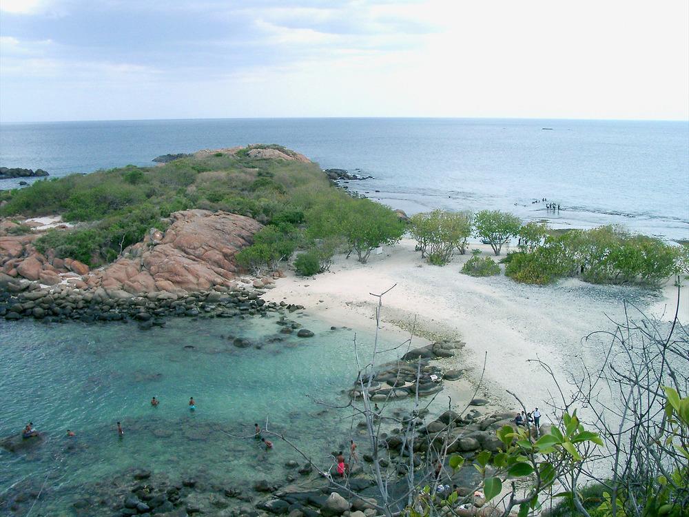 Sri_Lanka-Trincomalee-Pigeon_Island.jpg