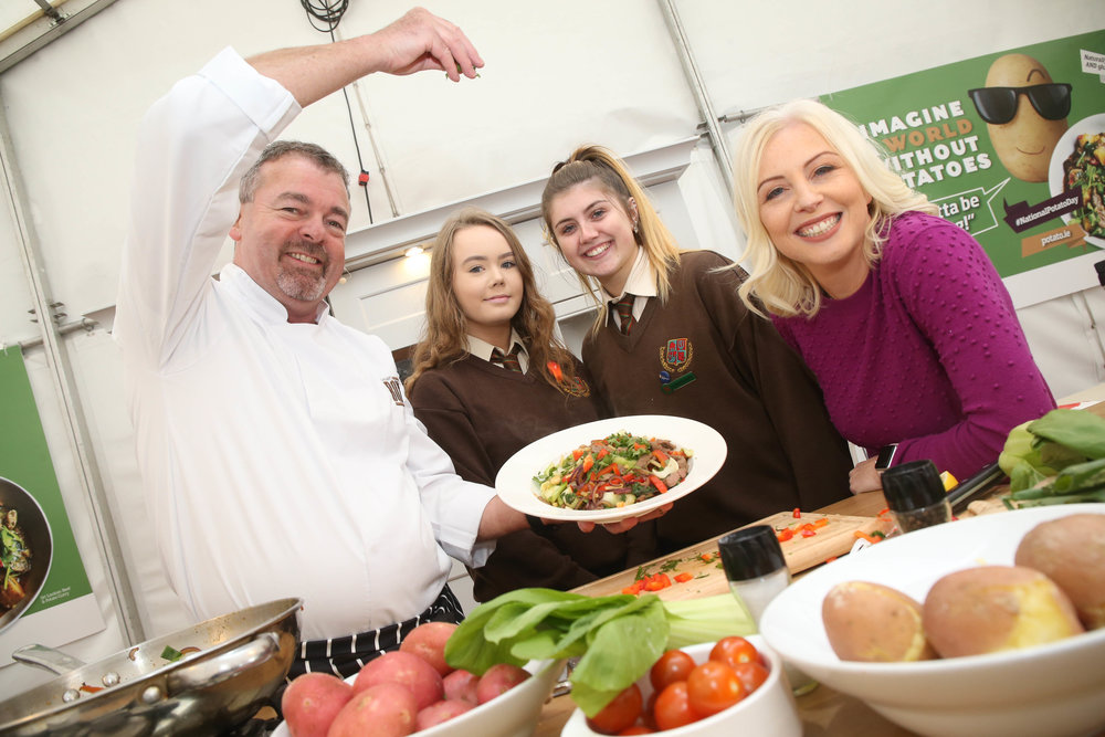 Bord Bia potato ambassadors Chef Padraic og Gallagher (the Boxty House) and Dietitian Aoife Hearne (Operation Transformation) with students