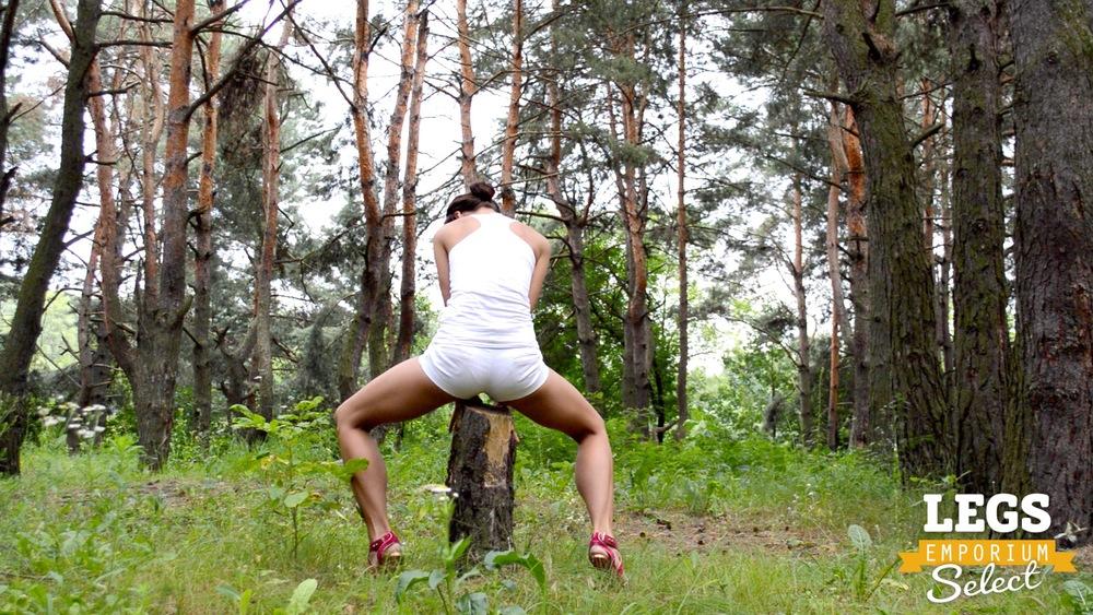 Elena - Leggy Forest Goddes 1 5.jpg