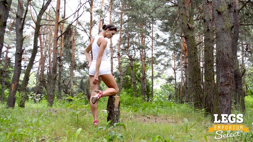 Elena - Leggy Forest Goddes 1 7.jpg