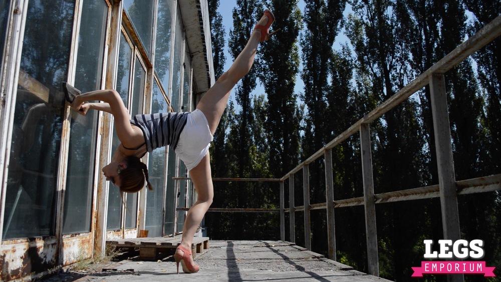 YE - Flexible and Leggy Ballerina 1 4.jpg