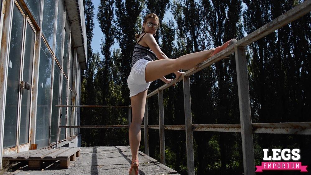 YE - Flexible and Leggy Ballerina 1 3.jpg