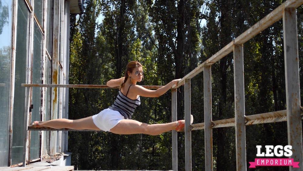 YE - Flexible and Leggy Ballerina 1 6.jpg