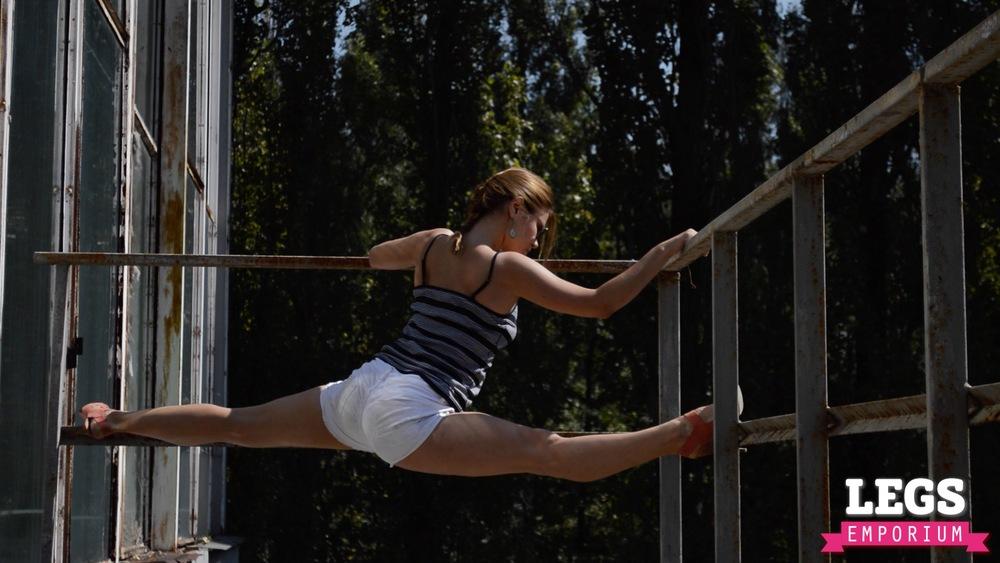 YE - Flexible and Leggy Ballerina 1 7.jpg