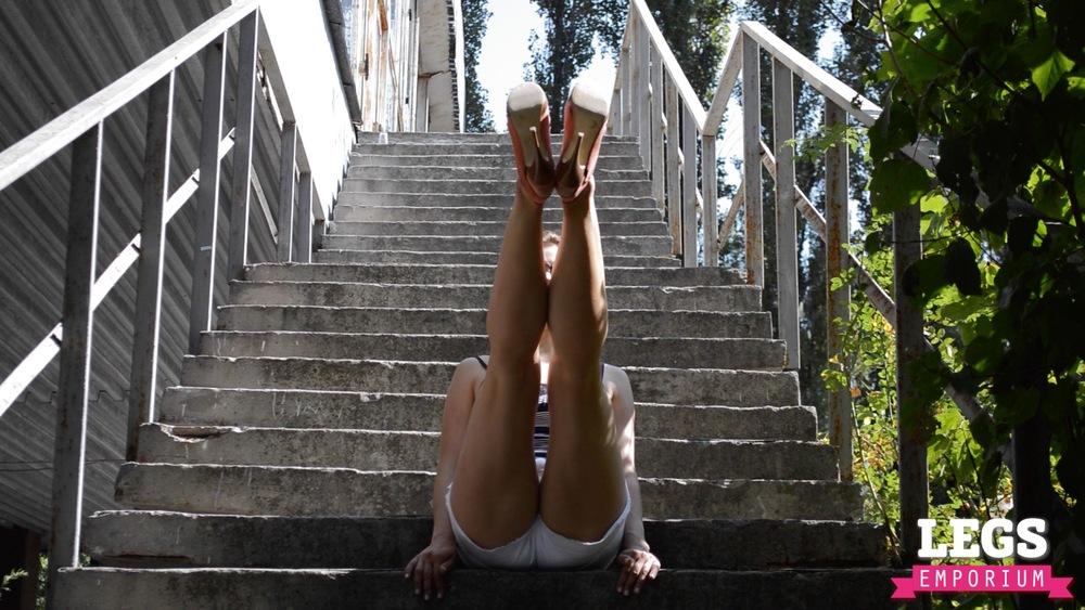 YE - Flexible and Leggy Ballerina 2 3.jpg