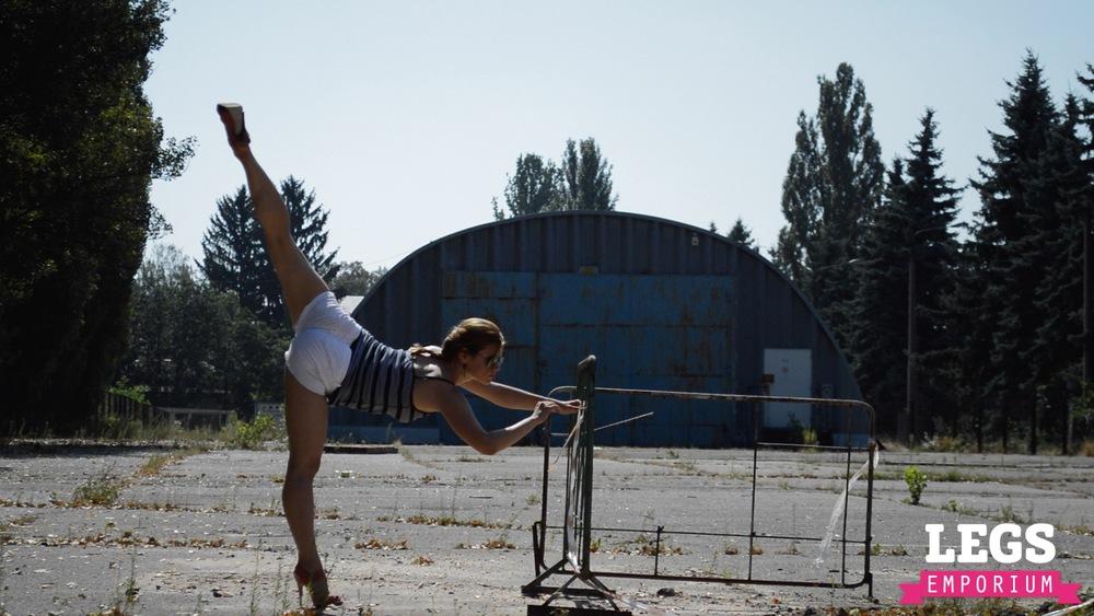 YE - Flexible and Leggy Ballerina 3 1.jpg