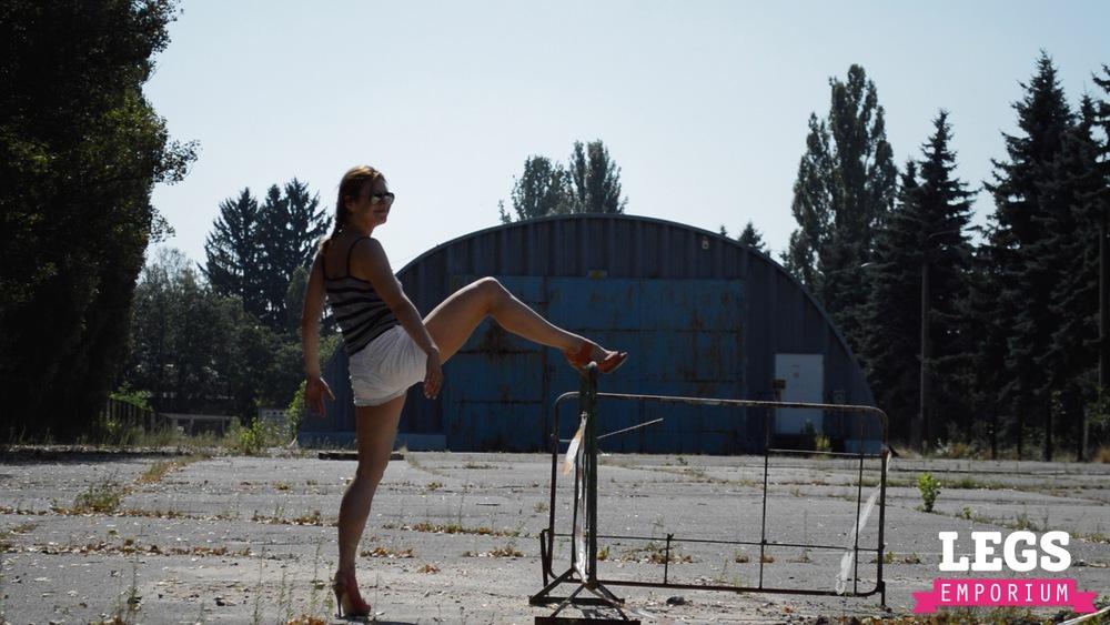 YE - Flexible and Leggy Ballerina 3 7.jpg