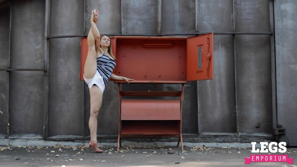 YE - Ballerina Calves to Amaze 1 1.jpg