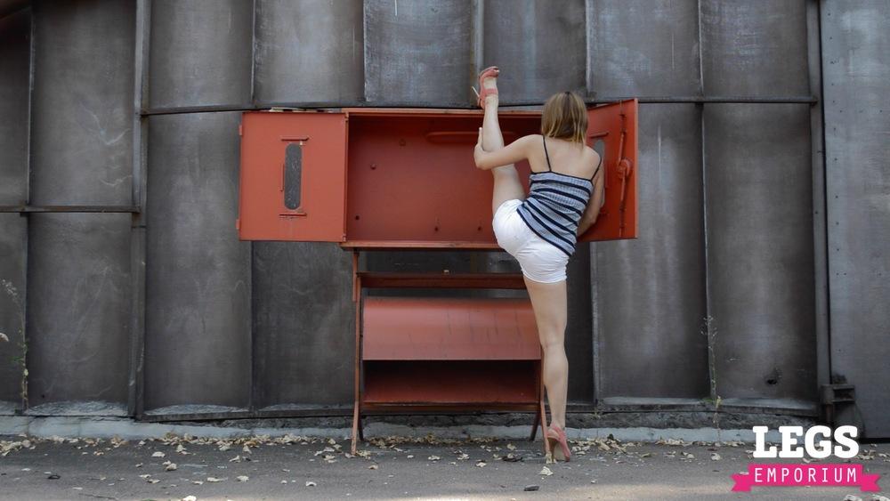 YE - Ballerina Calves to Amaze 1 4.jpg