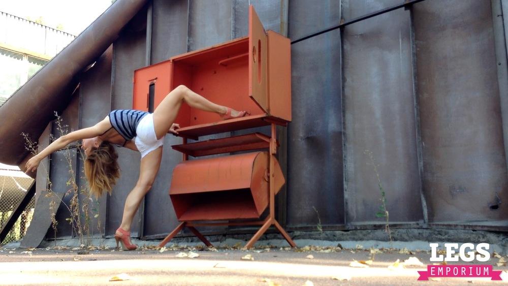 YE - Ballerina Calves to Amaze 1 5.jpg