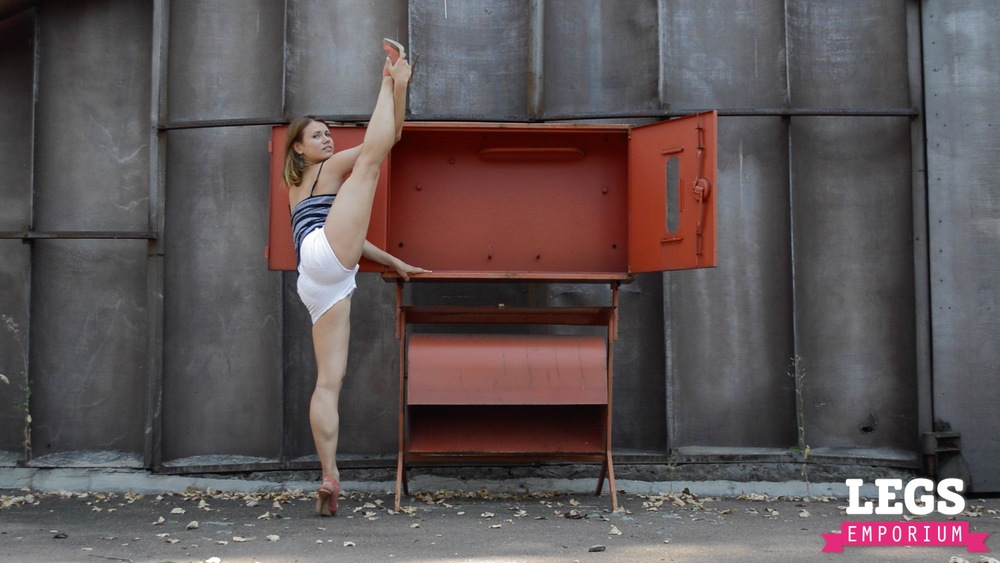 YE - Ballerina Calves to Amaze 1 7.jpg