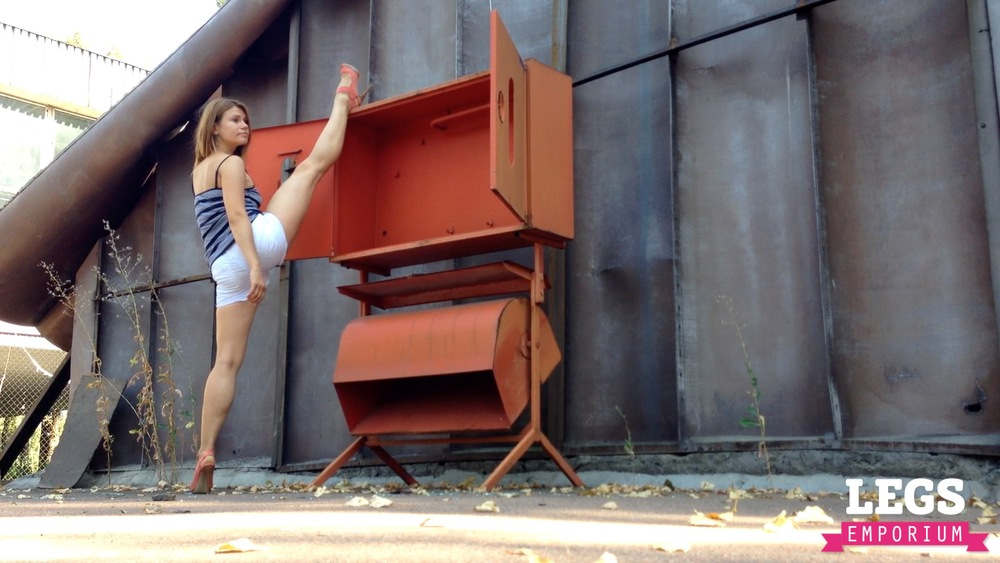 YE - Ballerina Calves to Amaze 1 3.jpg