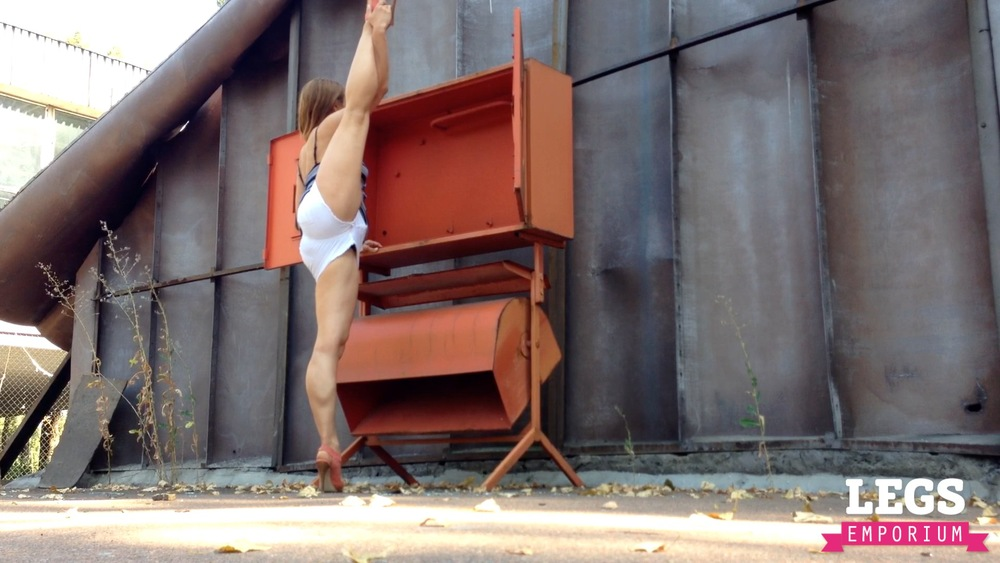 YE - Ballerina Calves to Amaze 2 1.jpg