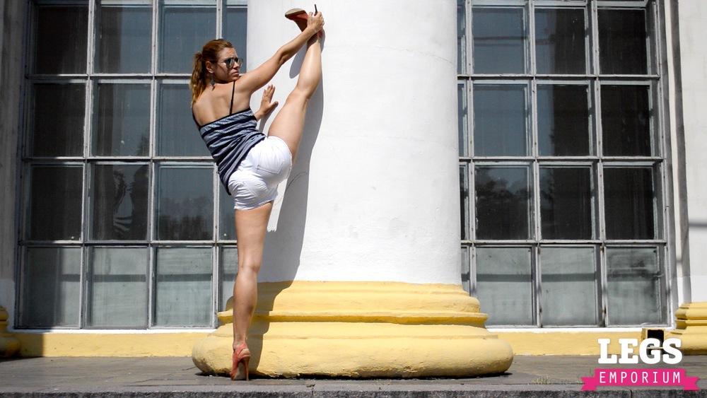 YE - Sexy Leg Pillars of Dreams 1.jpg