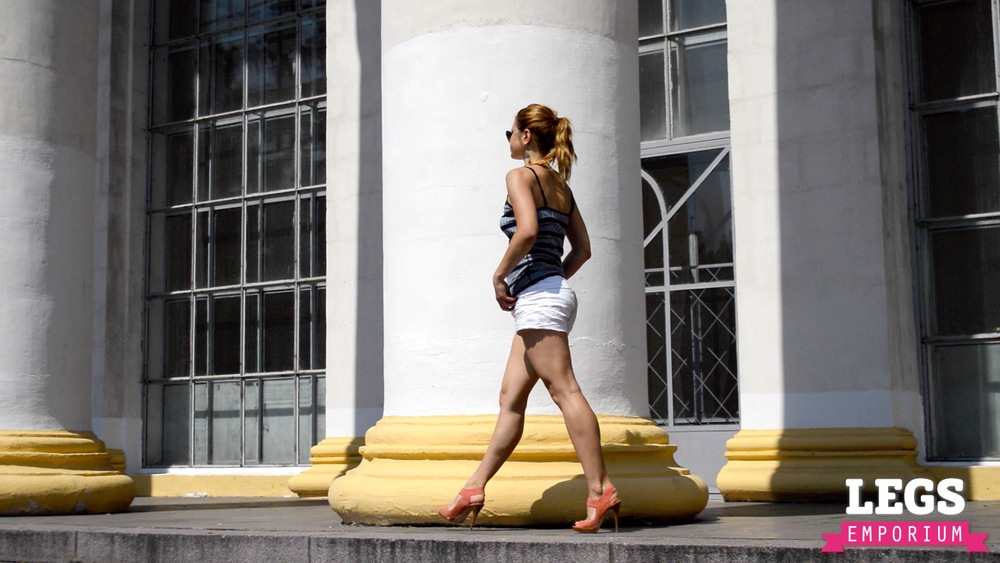 YE - Sexy Leg Pillars of Dreams 2.jpg