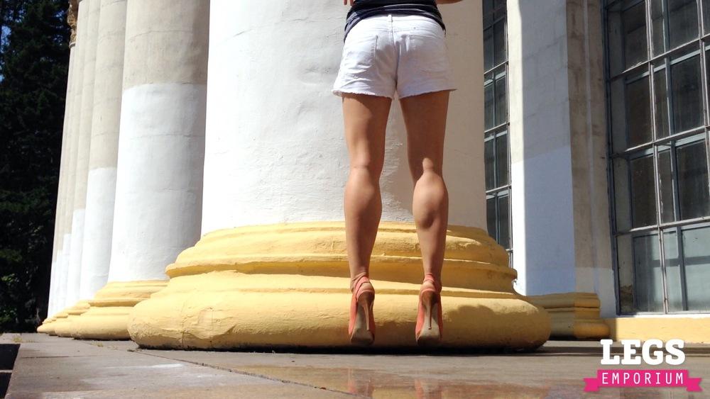 YE - Sexy Leg Pillars of Dreams 7.jpg