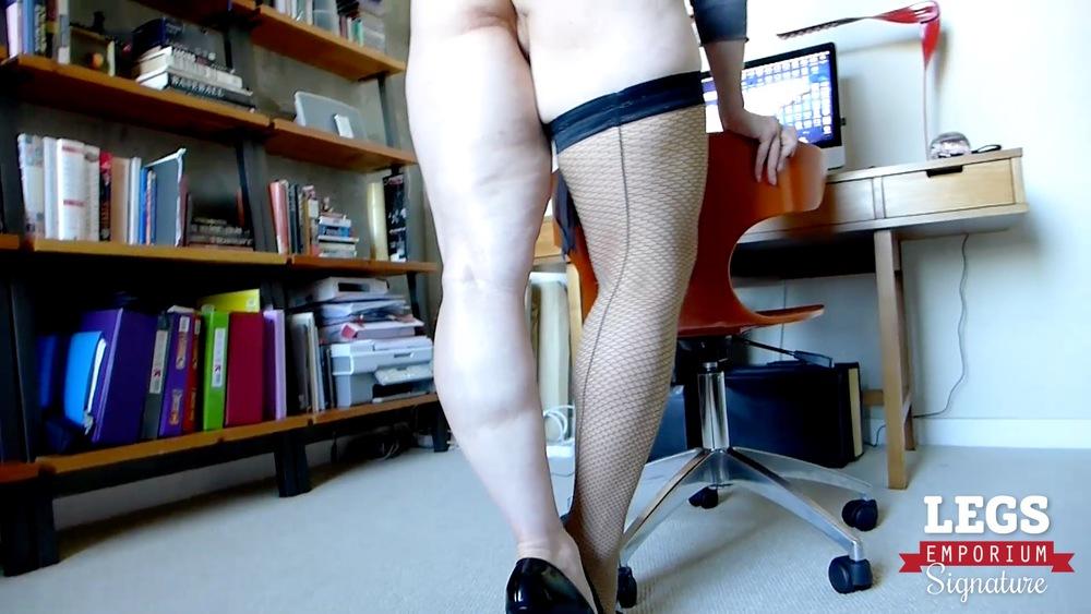 Andrea Rosu - Fishnet Stockings Legs Fetish 1 1.jpg