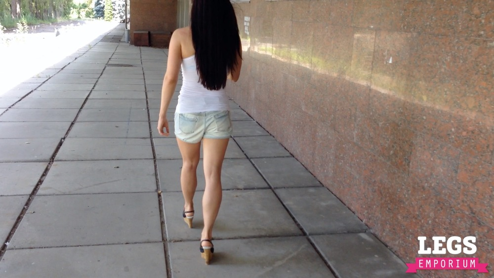 Alisa - Hot Legs in the Heat 2 2.jpg