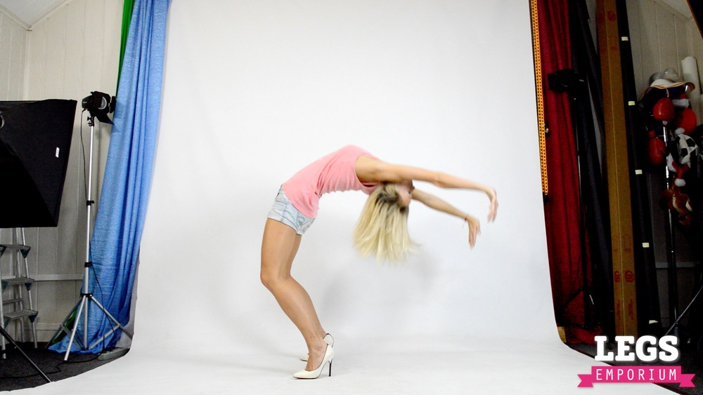 Cheerleader - Flexible Blonde Bombshell 1 4.jpg