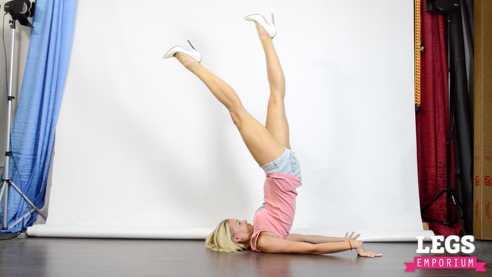 Cheerleader - Flexible Blonde Bombshell 2 1.jpg