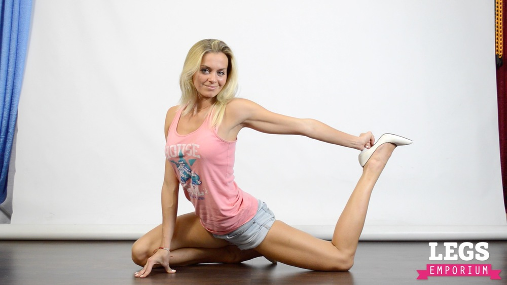 Cheerleader - Flexible Blonde Bombshell 5 8.jpg