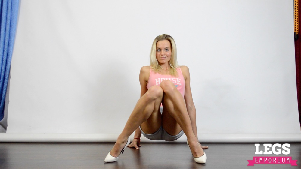 Cheerleader - Flexible Blonde Bombshell 6 5.jpg