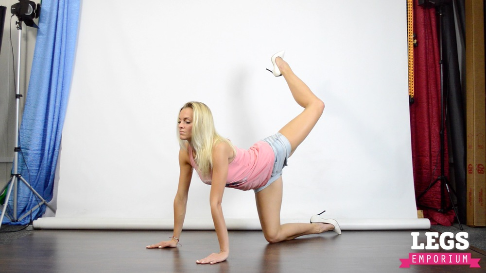 Cheerleader - Flexible Blonde Bombshell 6 7.jpg
