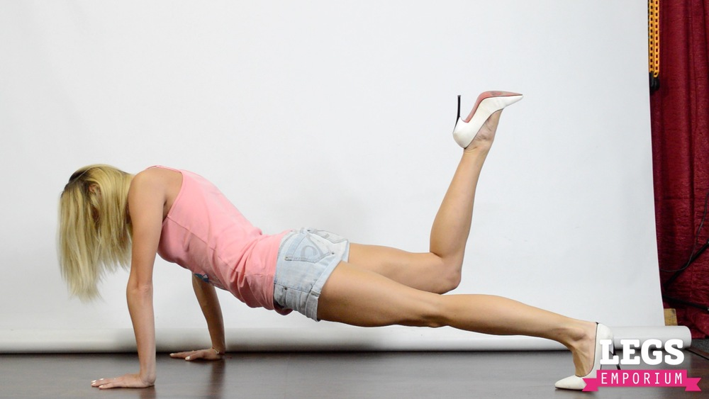 Cheerleader - Flexible Blonde Bombshell 7 4.jpg