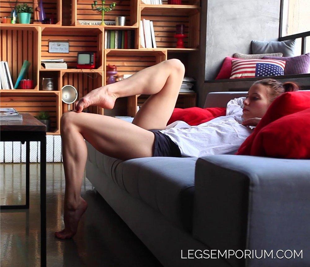 LegsEmporium_Anya022.jpg