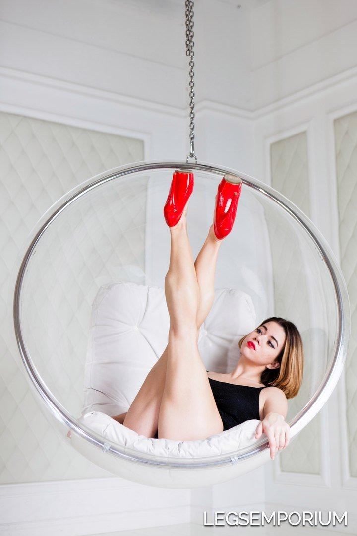 Anastasia_Sneak_Peek_LegsEmporium