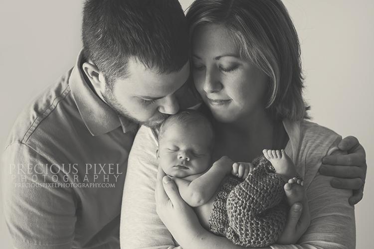 Detroit MI,newborn photographer,Precious Pixel Photography, Rose Jesky, baby photo, parent photo, family photography,