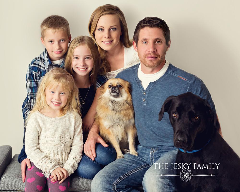 how family portraits bring you closer as a family. detroit mi family photographer