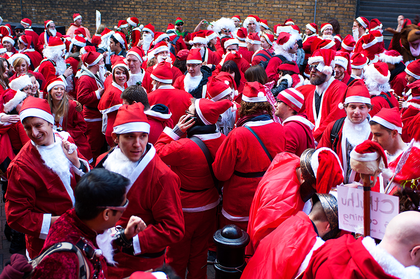 Richard-Slater_PeopleinLondon__santacon.jpg