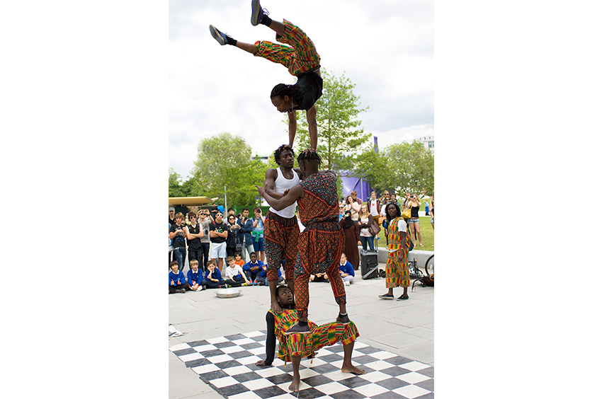 Richard-Slater_PeopleinLondon__Acrobats.jpg