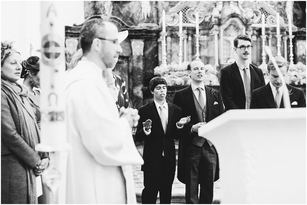 Pfarrer betet